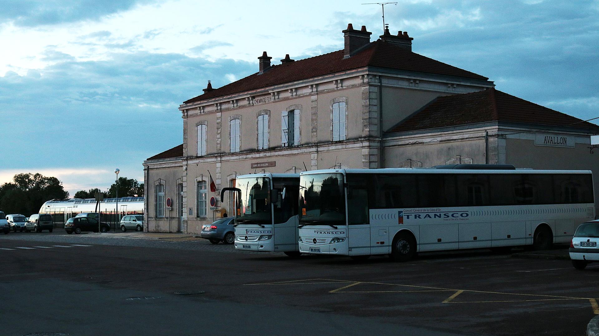 Gare routière avec bus